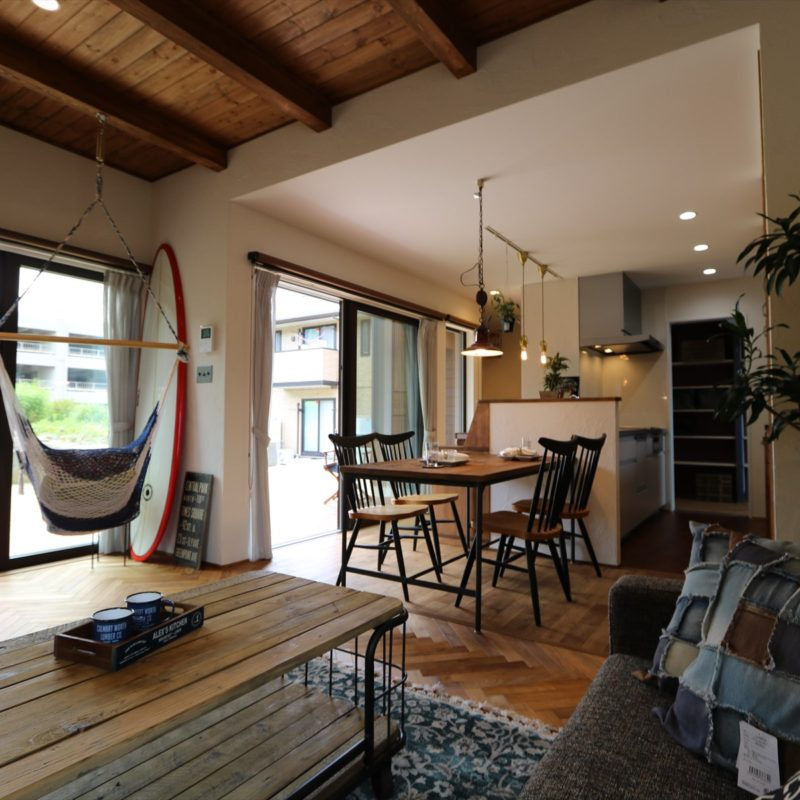 REAL SURFER'S HOUSE