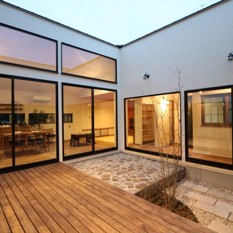 好きな物と暮らす、ロの字型の家