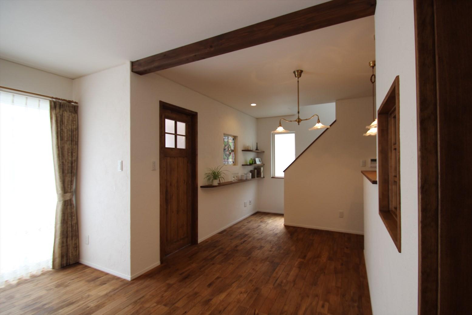 真っ白な漆喰に包まれた、箱型の家|石川県金沢市の注文住宅・デザイン性・新築の家・戸建て|E-HOUSE