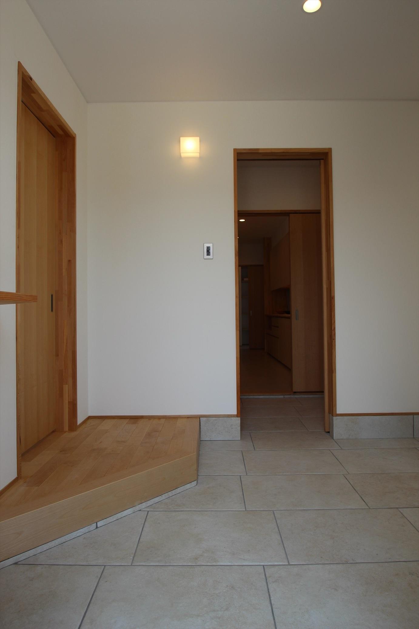 通り土間のオーダーメイドキッチンで、癒しが宿る家|石川県金沢市の注文住宅・デザイン性・新築の家・戸建て|E-HOUSE