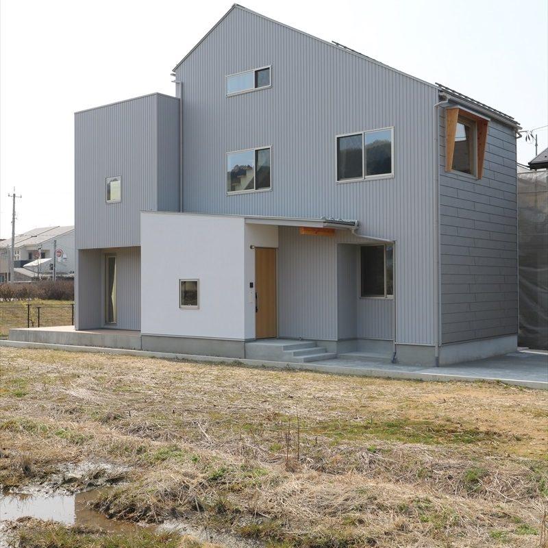 ペントハウスのある立体型な家