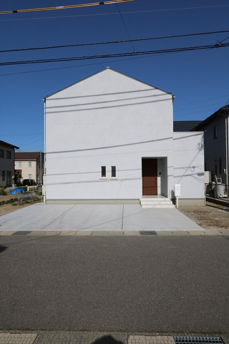 アトリウムのある、グレイッシュな家|石川県金沢市の注文住宅・デザイン性・新築の家・戸建て|E-HOUSE