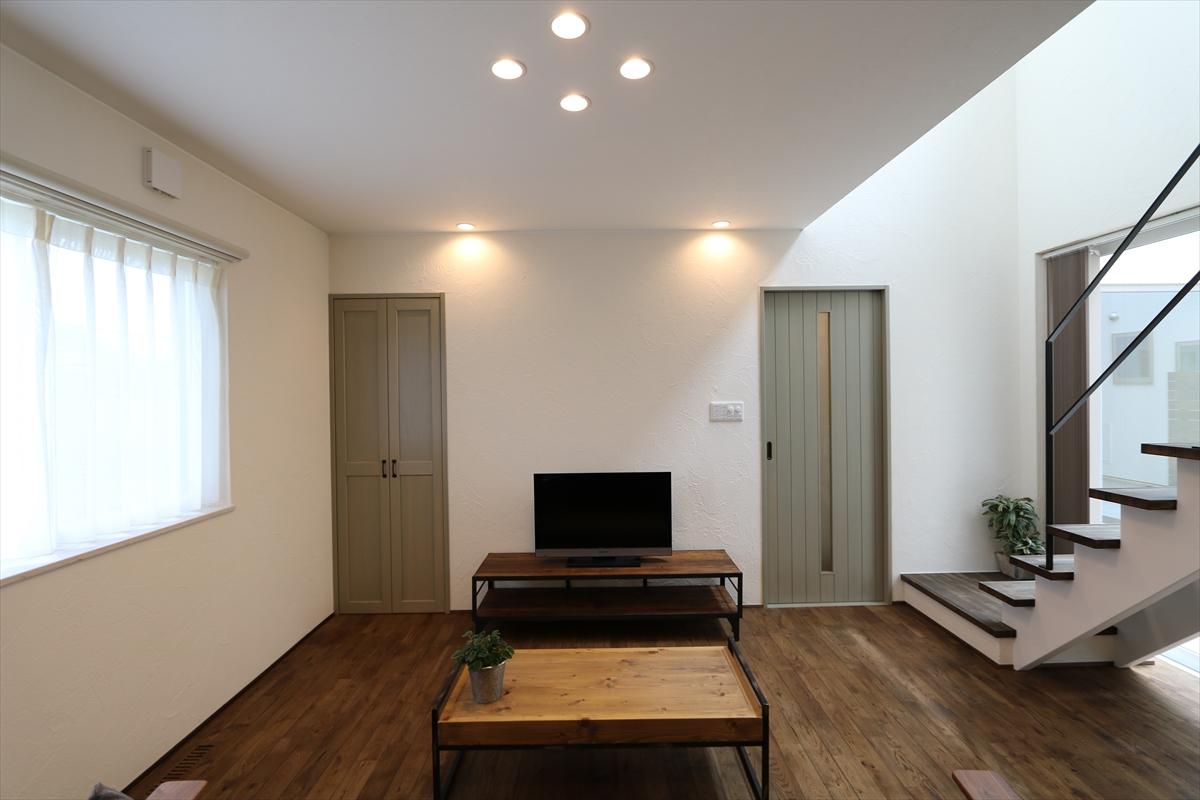 シンプルシック 白漆喰のモダンな家|石川県金沢市の注文住宅・デザイン性・新築の家・戸建て|E-HOUSE