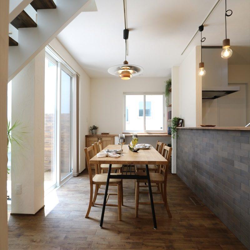 シンプルシック 白漆喰のモダンな家