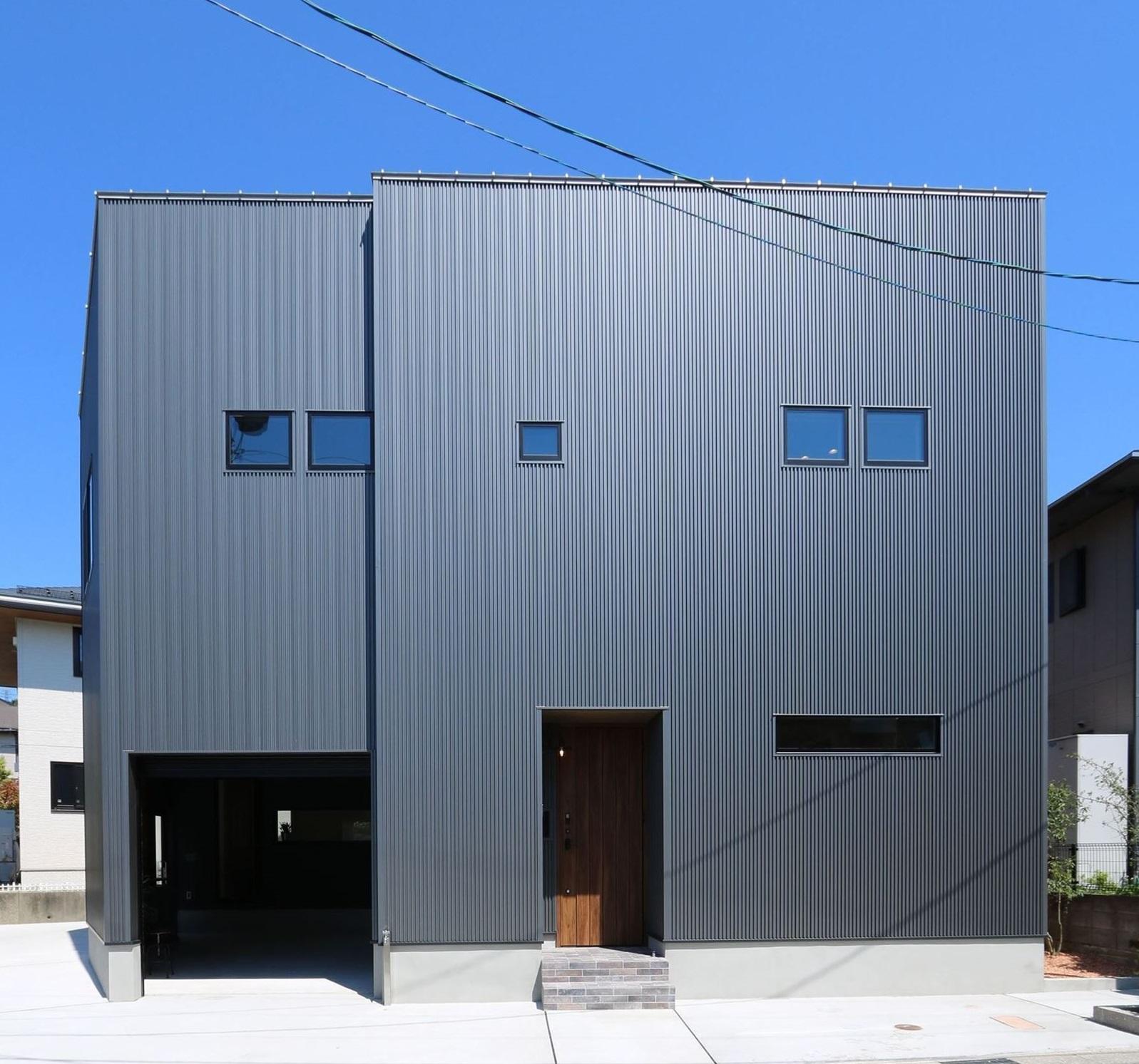 インナーガレージのある「ロの字」型の家|石川県金沢市の注文住宅・デザイン性・新築の家・戸建て|E-HOUSE