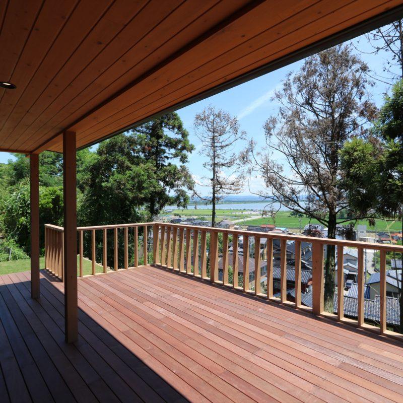 眺望と向き合う Vintage wood の家