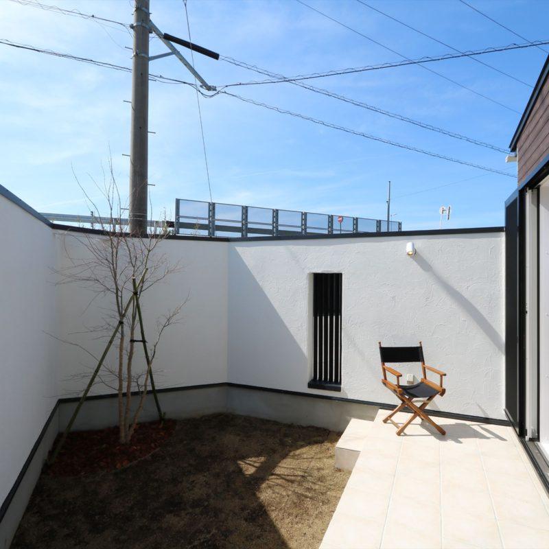 プライベート中庭が広がる家