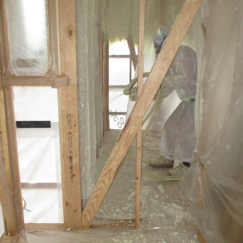 断熱工事施工|石川県金沢市の注文住宅・デザイン性・新築の家・戸建て|E-HOUSE