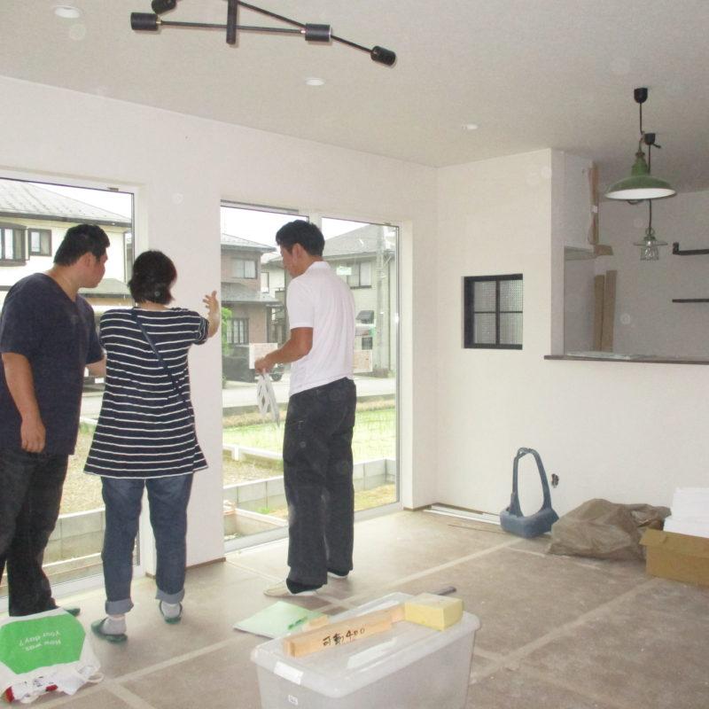 和やかな打ち合わせ|石川県金沢市の注文住宅・デザイン性・新築の家・戸建て|E-HOUSE